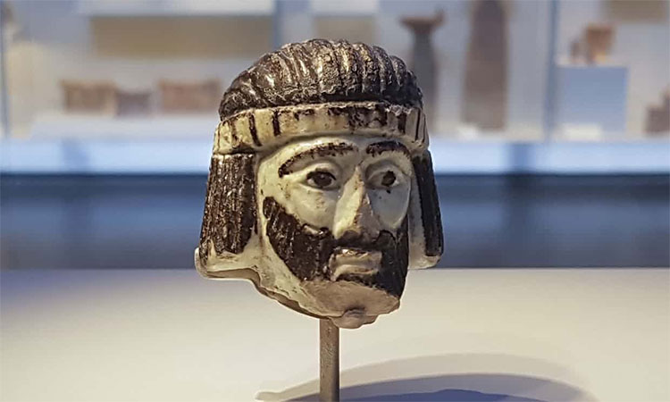Tượng đầu người 3.000 năm tuổi tìm thấy ở thị trấn Israel.