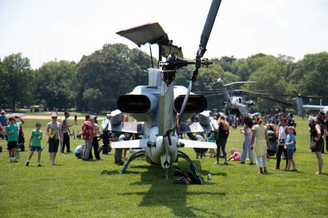 Máy bay trực thăng Super Cobra có thể đạt tốc độ tối đa 272km/giờ và tầm cao 5.700m.