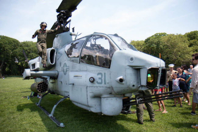 Nó được trang bị các loại vũ khí hạng nặng.