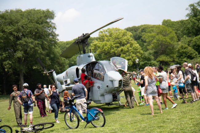 Máy bay trực thăng AH-1W Super Cobra được chuyển giao cho lực lượng Lính thủy đánh bộ Mỹ vào năm 1986.
