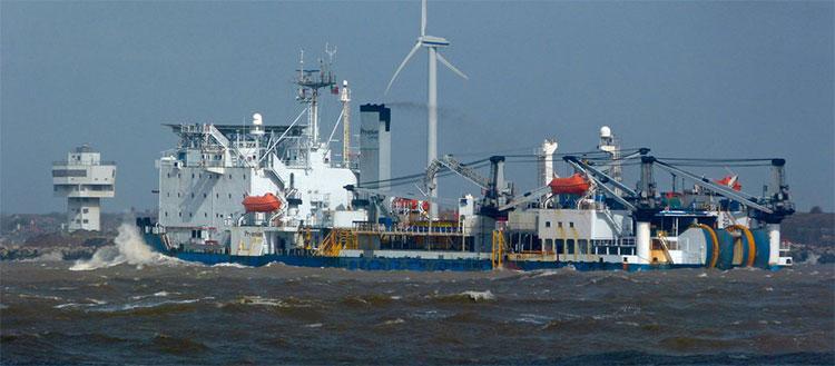 Việc đặt cáp xuống đáy biển đòi hỏi khoảng thời gian vài tháng, tiêu tốn hàng triệu USD