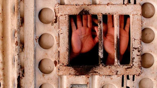 Từ lâu đã có những quan tâm về tính nhân đạo của việc hành quyết.