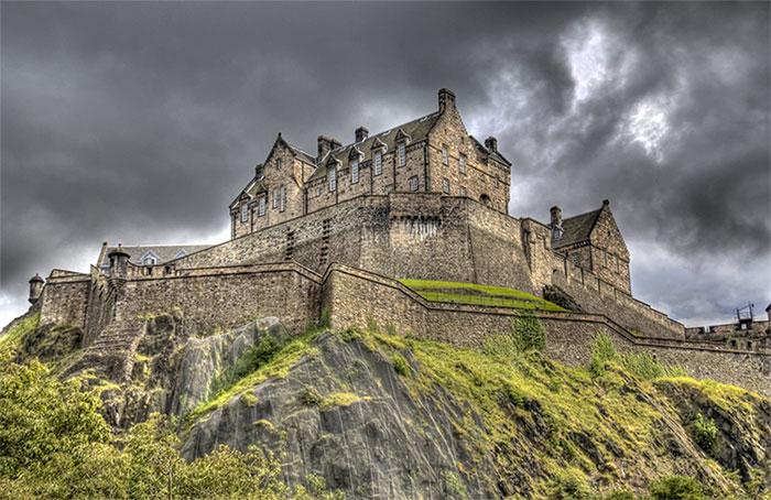 Lâu đài Edinburgh được xây dựng vào thế kỷ 12.