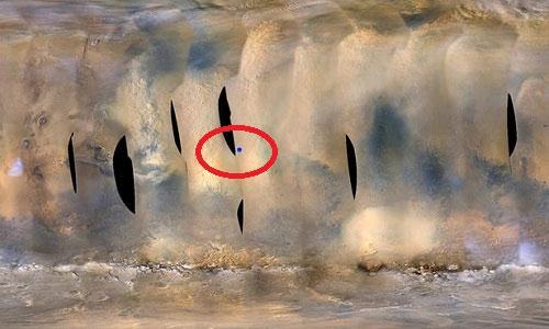Chấm xanh trong vòng tròn là vị trí của robot Opportunity trong cơn bão bụi.