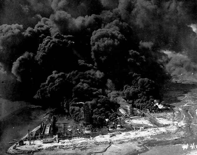 Ảnh chụp vụ nổ tàu Grandcamp ở Texas năm 1947, kéo theo hàng loạt vụ nổ khác.