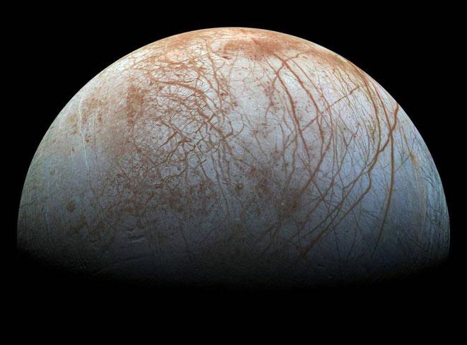 Bề mặt băng của mặt trăng Europa.