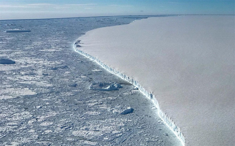 Tảng băng trôi lớn nhất từng được ghi lại, đã tách ra khỏi Bán đảo Nam Cực năm 2017.