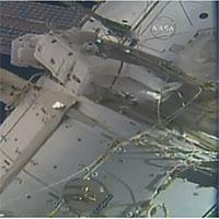Phi hành gia Mỹ đi bộ ngoài không gian lắp camera độ phân giải cao