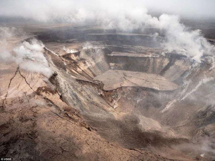 Miệng núi lửa Halemaumau có thể sâu đến 300m