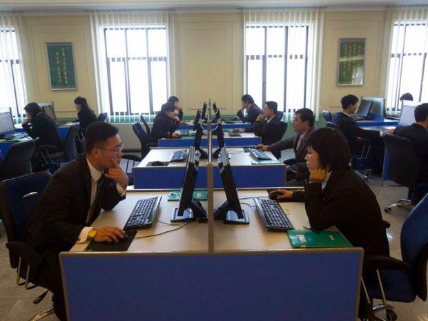 Hều hết mọi người sử dụng mạng Internet nội bộ của Triều Tiên mang tên gọi Kwangmyong.