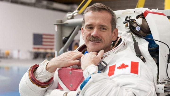 Phi hành gia Chris Hadfield.