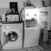 """Chủ nhà lắp camera phát hiện tủ lạnh và máy giặt """"tự mở cửa"""" mỗi đêm"""