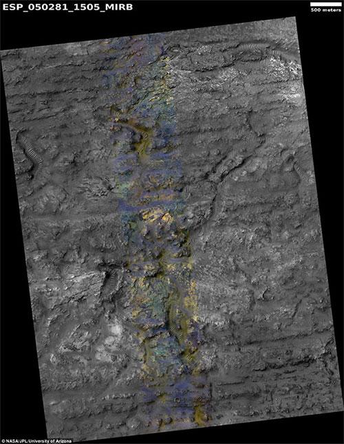 Phần màu xanh trong bức hình biểu hiện một vùng đất với cấu trúc đất đá đặc biệt,