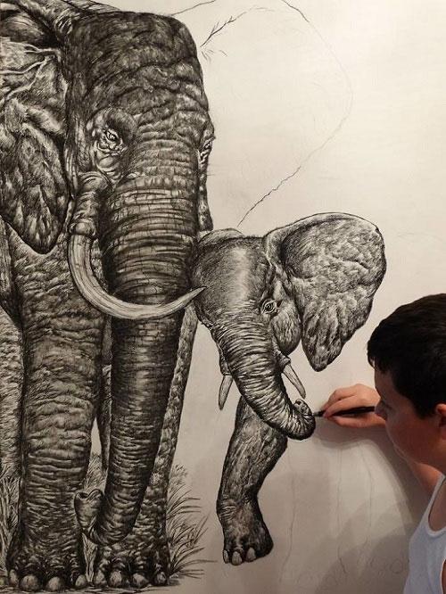 """""""Em đã có hình ảnh con vật muốn vẽ trong đầu, do đó không phải nhìn vào hình ảnh thực"""", em nói."""