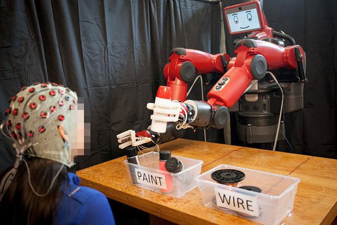 Trong tương lai, chúng ta có thể điều khiển robot bằng ý nghĩ.