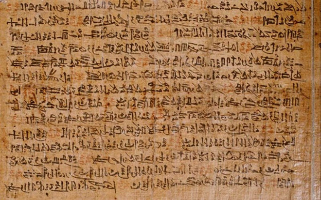 Chữ viết trên giấy Papyrus của người Ai Cập
