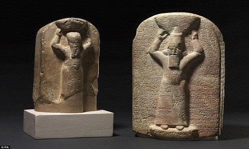 Tác phẩm điêu khắc khắc họa hình ảnh 2 vị vua của đế chế Assyria