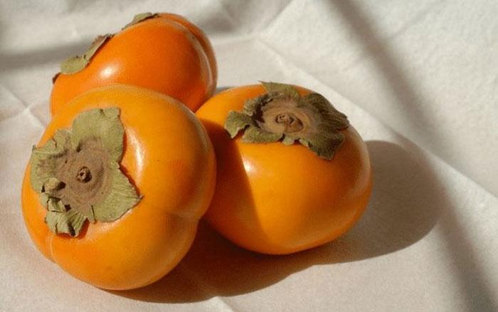 Hồng giòn là loại quả chứa ít calo nên hồng giòn rất lý tưởng để giảm cân.