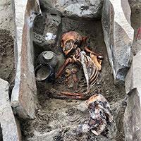 """Phát hiện xác ướp """"người đẹp ngủ trong hồ"""" 2.000 tuổi mặc váy lụa"""