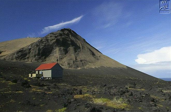 Theo quy định, chỉ có một số ít nhà khoa học được phép đặt chân lên đảo