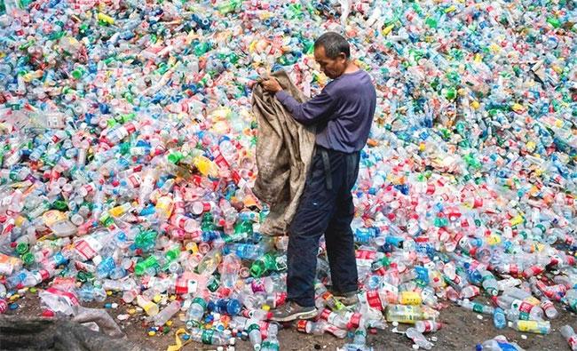 Ước tính đến năm 2030, thế giới sẽ thải ra khoảng 111 triệu tấn chai nhựa