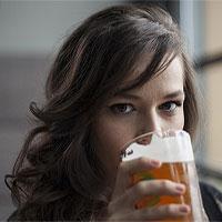 """Phụ nữ sắp """"qua mặt"""" đàn ông khoản rượu bia, điều gì xảy ra?"""