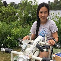 """Nữ sinh lớp 6 phát minh robot """"săn"""" rác nhựa trên biển"""