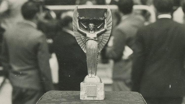 Jules Rimet là chiếc cúp đầu tiên trong lịch sử giải đấu hấp dẫn nhất hành tinh.
