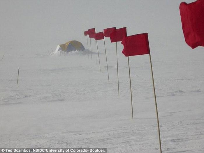 Một địa điểm cắm trại gần trạm Vostak vào mùa hè ở Nam Cực.