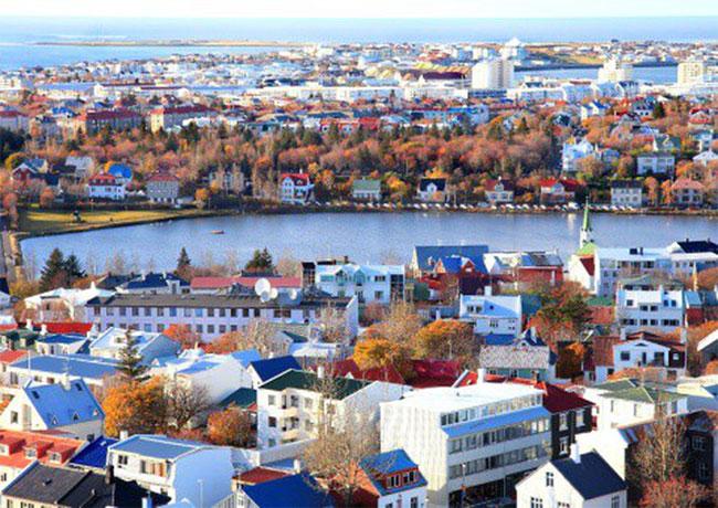 """Iceland lạnh đến nỗi các ngôi nhà phải sơn sáng màu để cảm thấy """"phơi phới"""" hơn."""