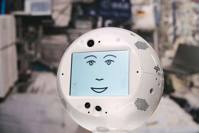 CIMON được thiết kế khuôn mặt và giọng nói rất dễ thương