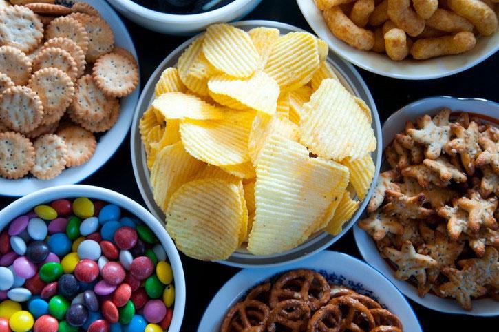 Ăn vặt không làm cơ thể chúng ta no, vì nó không cung cấp đủ dưỡng chất.