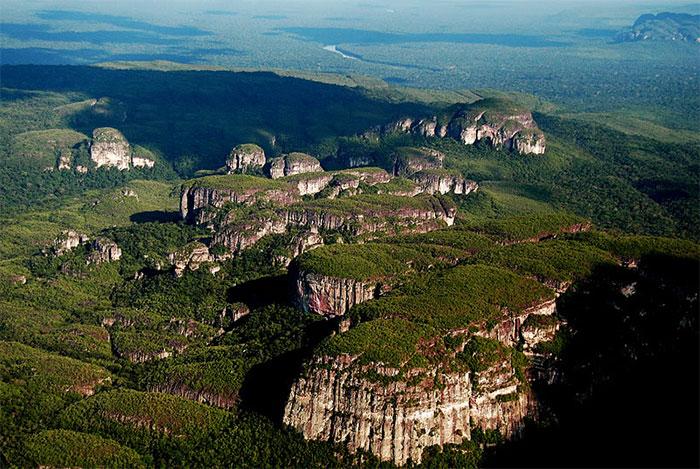 Công viên Quốc gia Chiribiquete - vườn quốc gia lớn nhất tại Colombia.