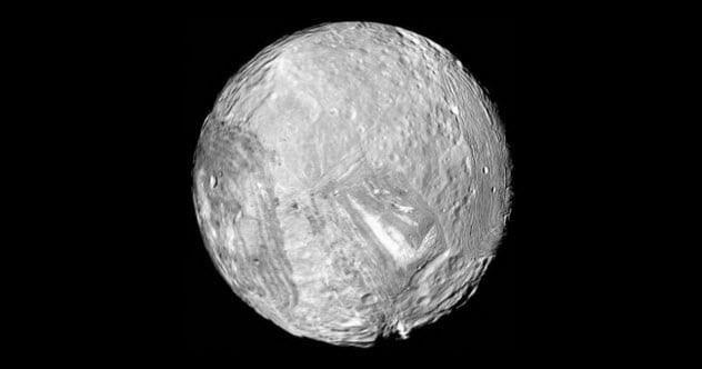 Mặt Trăng Miranda méo mó