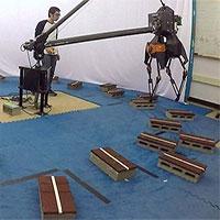 """""""Huấn luyện"""" thành công robot hai chân vượt địa hình phức tạp"""