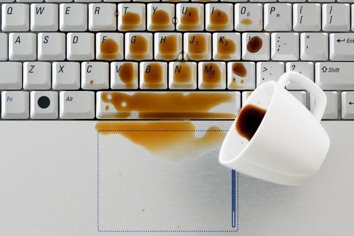 Nếu không hành động nhanh, Chất lỏng có thể phá hủy các thiết bị điện tử một cách nhanh chóng.