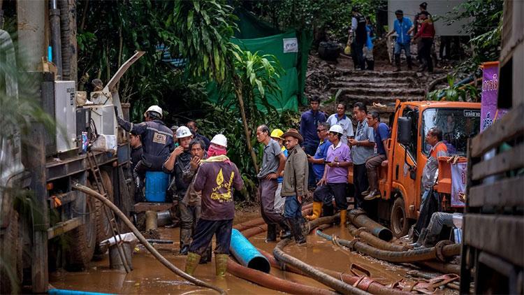 Sau 9 ngày nỗ lực tìm kiếm, cuối cùng nhóm giải cứu cũng tiếp cận được với 13 thành viên đội bóng Thái Lan.