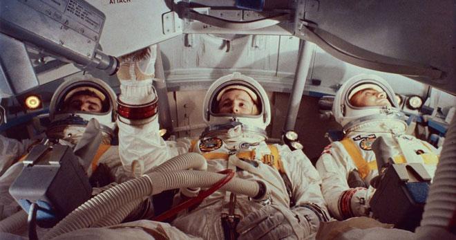 Ba phi hành gia trong mô-đun chỉ huy của Apollo 1.