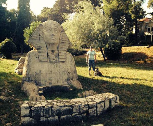 Bức tượng Nhân sư tưởng nhớ người vợ của họa sĩ Smirich.