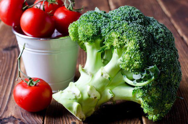 Bông cải xanh + cà chua