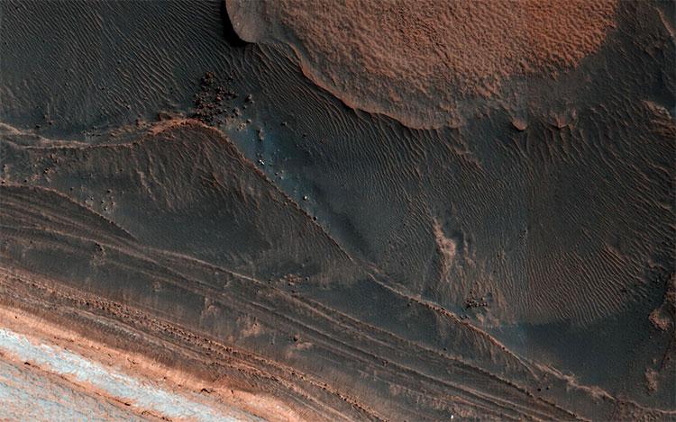 Hình ảnh mới cho thấy một khu vực băng giá của sao Hỏa