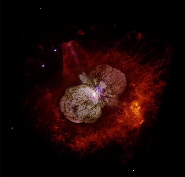 Hệ sao Eta Carinae được hình thành bằng hai ngôi sao to gấp 90 và 30 lần khối lượng của Mặt Trời.
