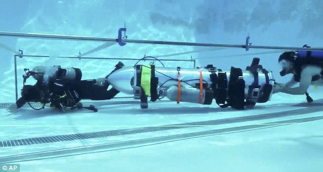 Tàu ngầm mini của Elon Musk.