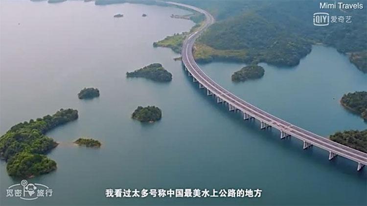 Đường cao tốc đặc biệt được xây trên đỉnh 17 cây cầu chìm dưới nước.