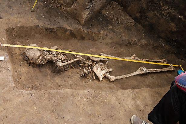 """""""Phù thủy"""" trẻ bị chôn từ khoảng 1.600 năm trước."""