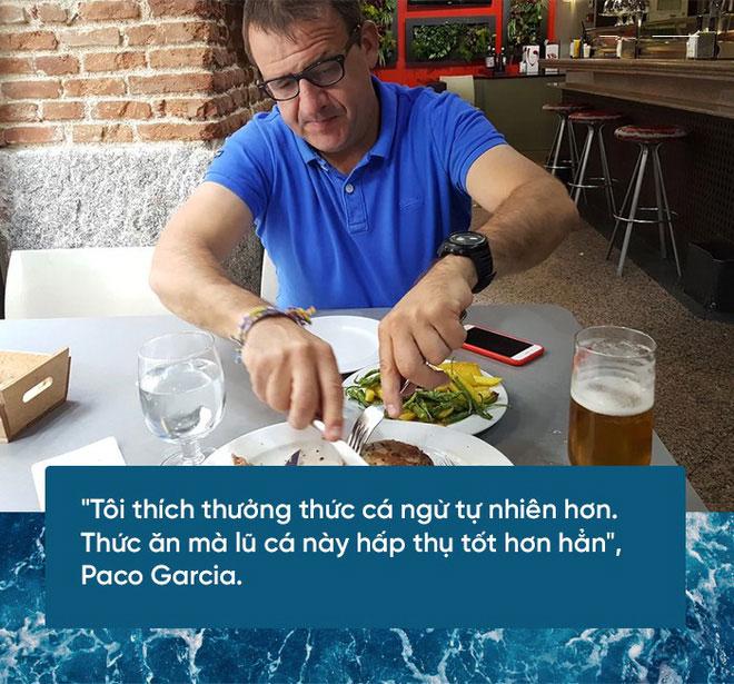 Paco Garica thưởng thức cá ngừ
