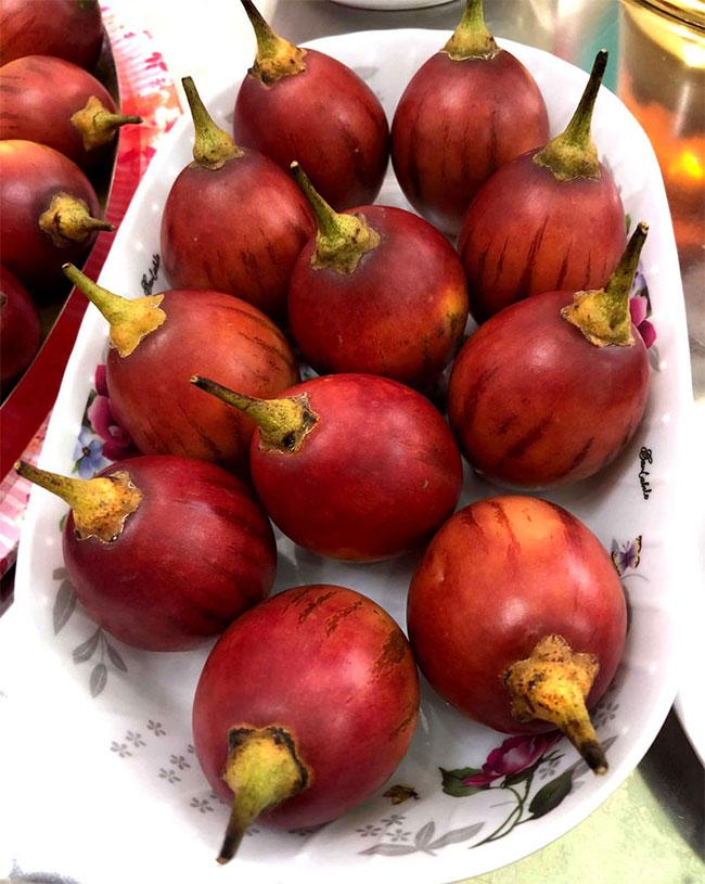 Loại cà chua này vẫn còn khá lạ lẫm nên rất nhiều người tiêu dùng tò mò đặt mua về ăn.
