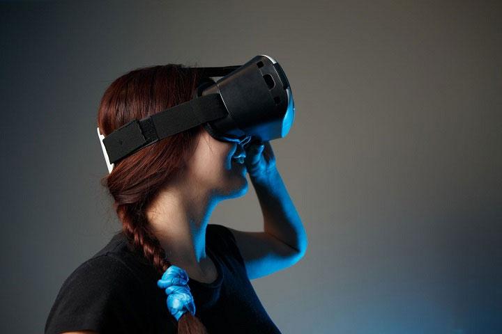 Ngoài chứng sợ độ cao, VR còn có thể áp dụng vào việc chữa các chứng rối loạn tâm thần.