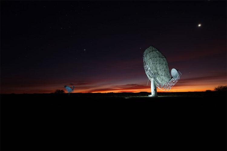 Tổ hợp kính thiên văn MeerKAT.