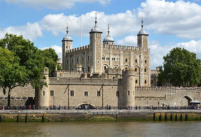 Tòa tháp London (Tower of London) nổi tiếng.